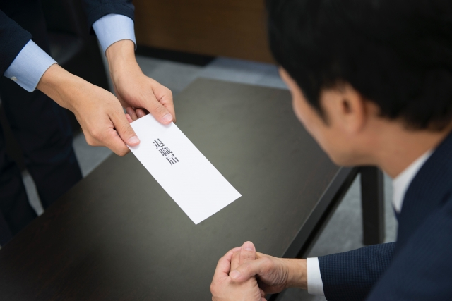 「社員がすぐ辞めていく会社」の特徴と優しい社長の特徴